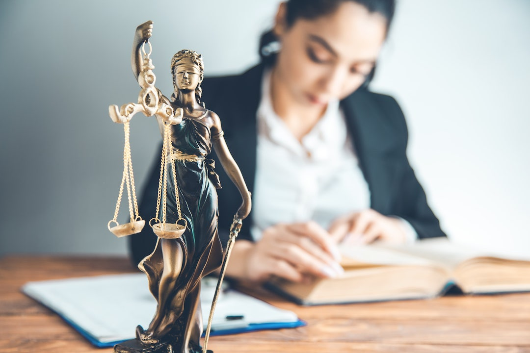 Mon conseiller ne veut plus me défendre : quelles obligations de l'avocat ?